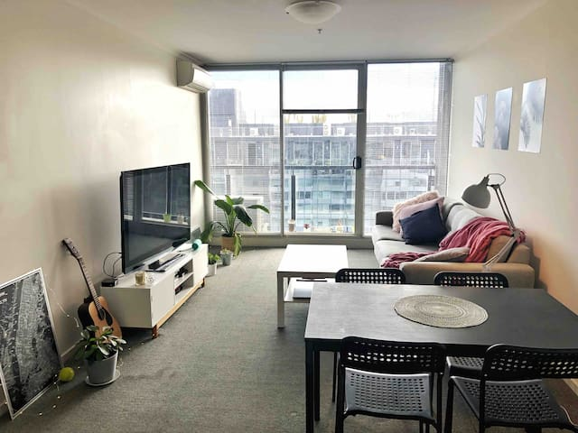 St kilda road apartment close to everything