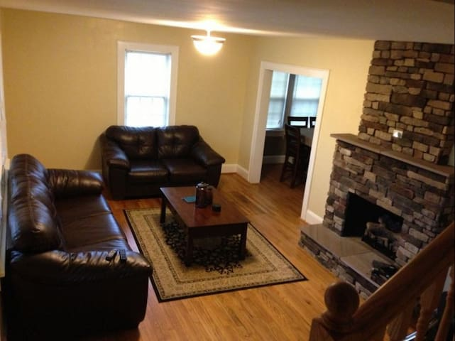 Hot Tub, Fire Ring, Great Location - Harpers Ferry - Hus