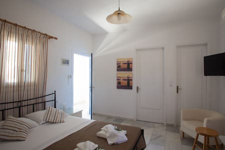 Private 2 room family apartment, 7m from the beach - Naxos