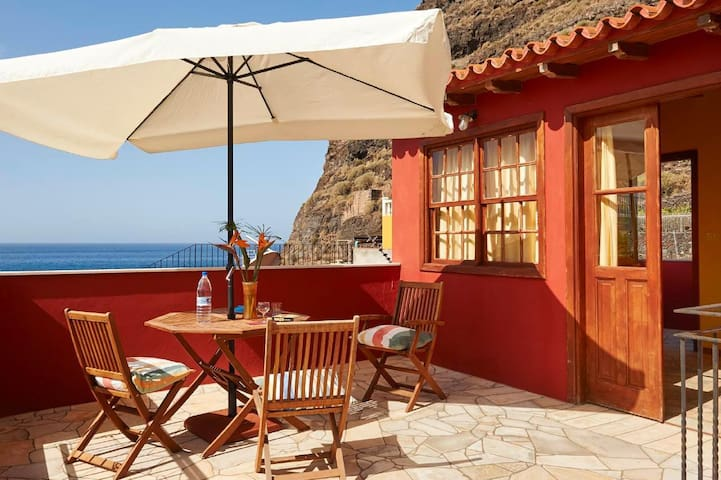Maisonette holiday apartment with lovely terrace and wonderful ocean view, sand beach is just a few meters away
