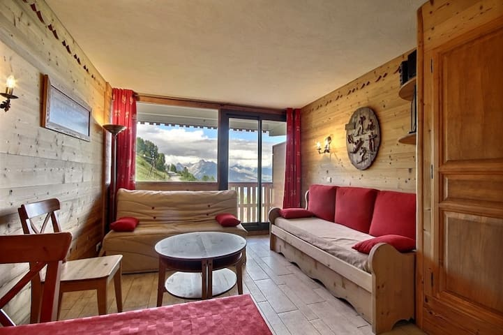 Nice refurbished studio with a gorgeous view on Mont-Blanc