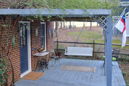 Owen's Place- Adorable Guest House! - 南派恩斯(Southern Pines) - 民宿