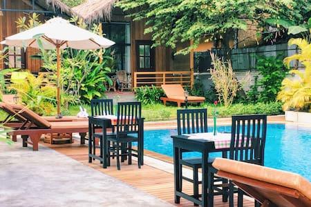 泳池边的别墅房 - Krong Siem Reap