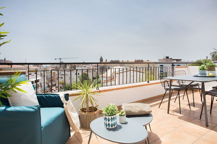 2 Bedrooms penthouse with terrace in the center