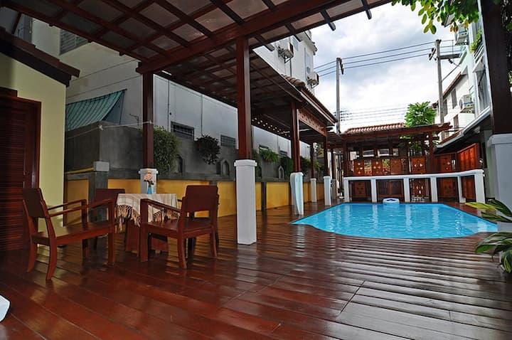 Sripat Guesthouse ศรีภัทร เกสเฮ้าส์