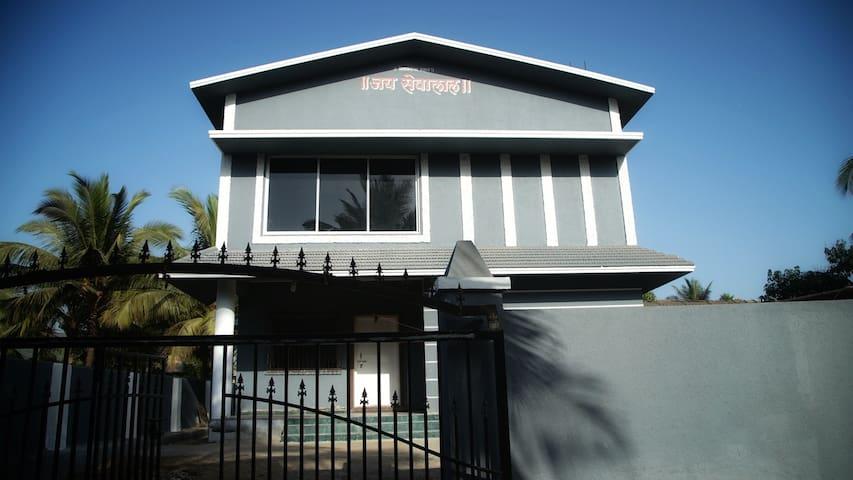 The cozy grey house