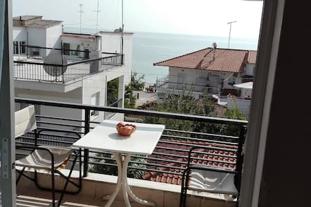 Vacation House at Chalkidiki 100 m. from the sea! - Nea Irakleia - Appartement