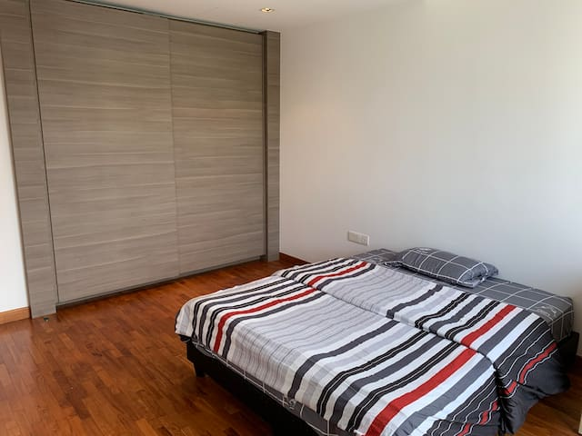 Simple room in landed property - One Double bed