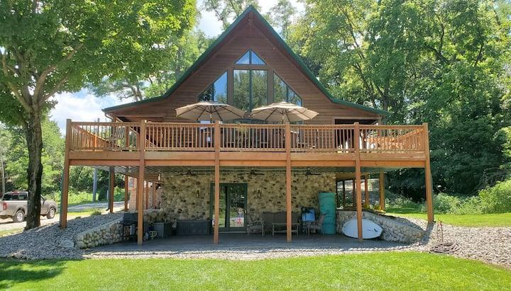3,800 Sq Ft., Rustic Luxury Estate On Lake Freeman