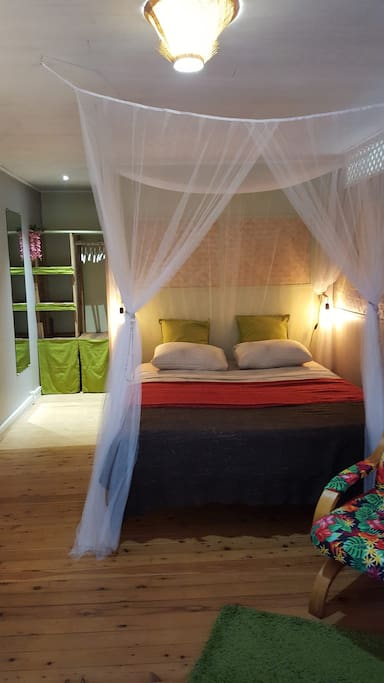 Lit queen size qualité hotel/ Hotel quality queen size bed (Botanica)