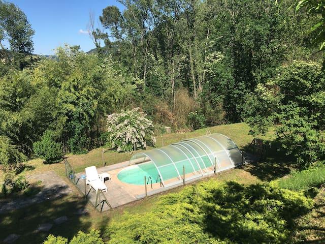 T2 meublé avec piscine privative et coin jardin