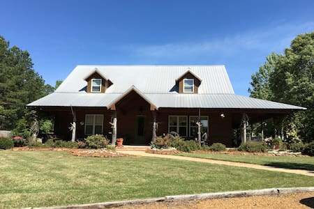 Spacious, luxury cabin near Oxford - Batesville - 小木屋