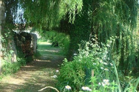 Gatebourse, agréable maison XVIIè - Braye-Sous-Faye - Bed & Breakfast - 1