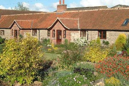 Woodview Holiday Cottages - Owthorpe - Hus