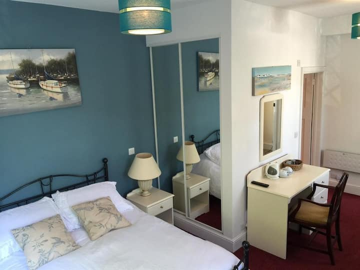 Double Superior Room at The Cottage Inn