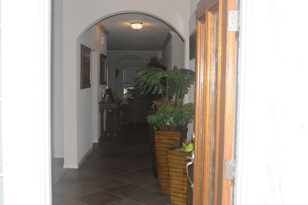 Long entry way with open atmosphere
