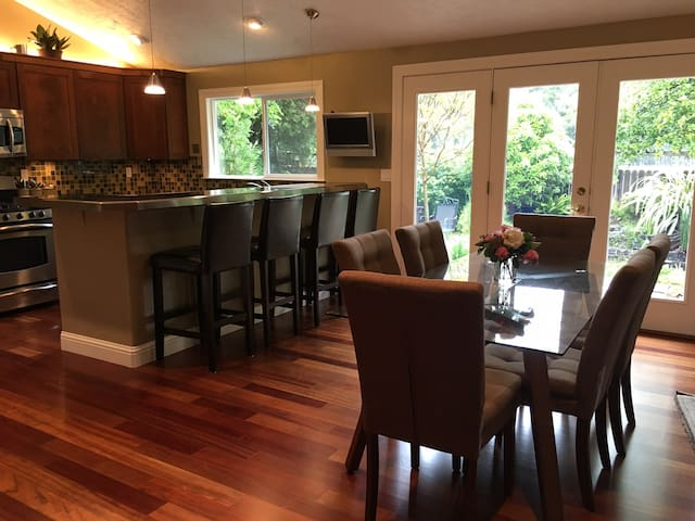 Bright and Modern Napa Home & Garden Sleeps 6 - Napa - Casa