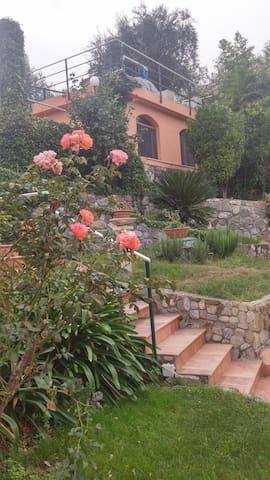 Monolocale tranquillo vista monti e mare - Sanremo - Apartamento