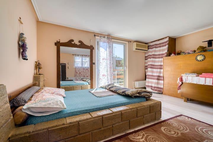 Attic bedroom in Halandri