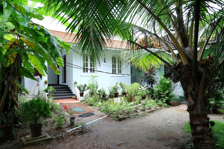 Coconut Grove Kochi- Guest Room 3 - Kochi - Bed & Breakfast