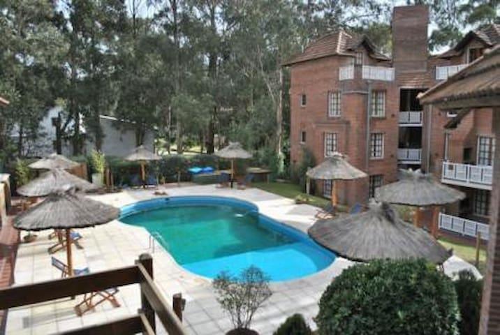 COMPLEJO LOS PAJAROS. APART HOTEL EN PINAMAR - Pinamar - Condominio