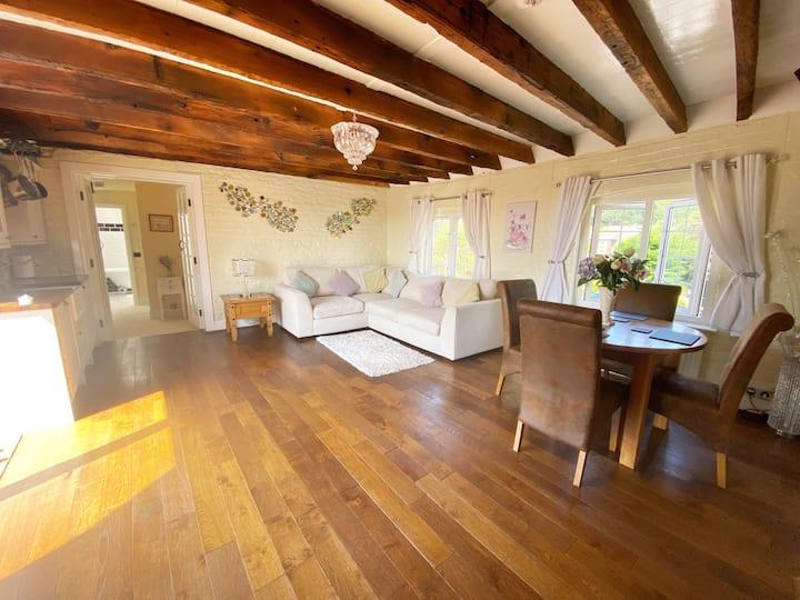 Entire Apartment  - Brent Knoll, Rural Retreat