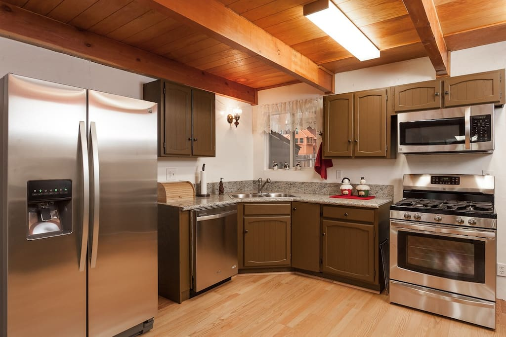 Brand New Fully Stocked Kitchen for all your Gourmet or Simple Cooking needs.