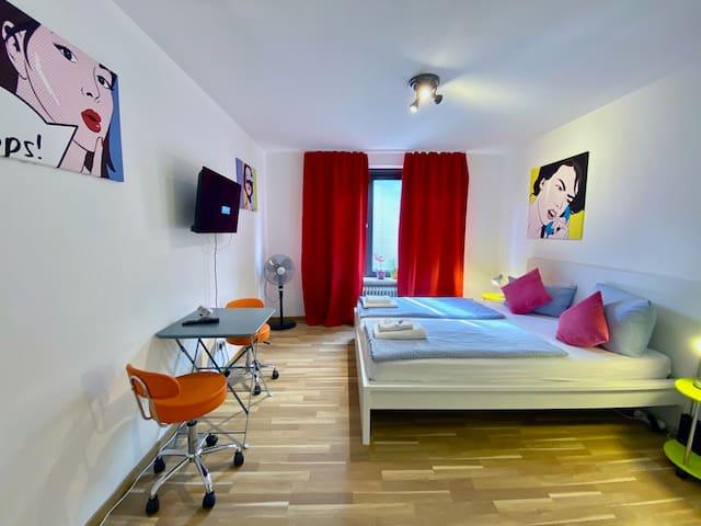 74Hotelroom/privatbathroom/kitchen/fastWLan/aircon