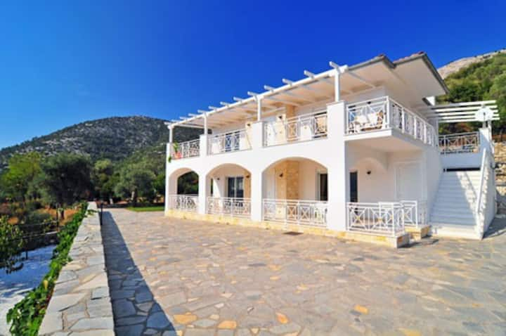Villa Diana Thassos - private pool & barbeque