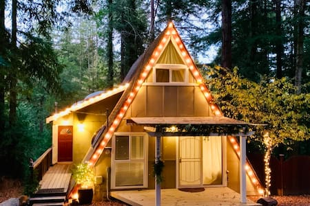 Whiskey Hollow, A Cozy A-Frame in the Redwoods