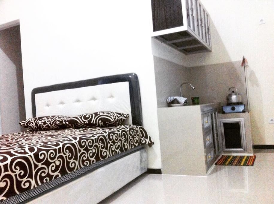 Studio room with 1,60 bed and kitchen = Rp 180.000