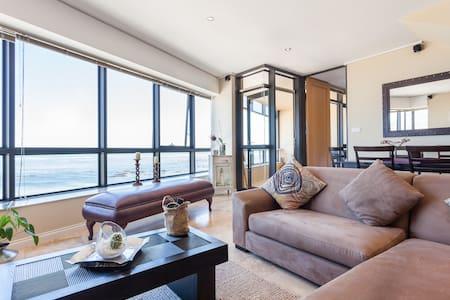 Stunning beachfront sea-view flat - Cape Town