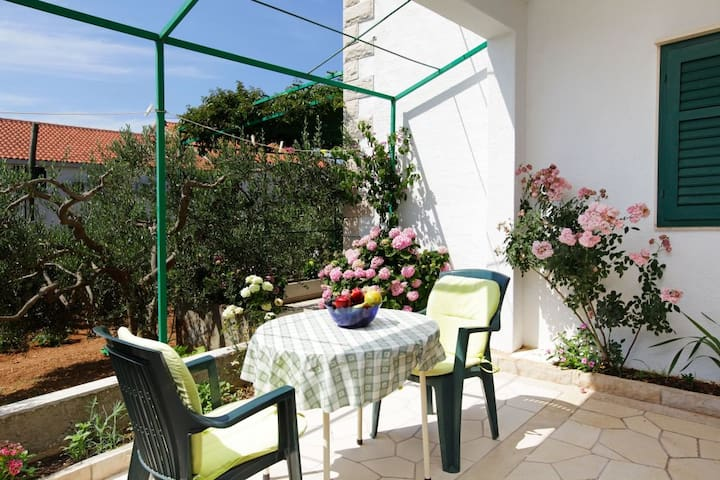 Great location, lovely terrace - Katica 4***