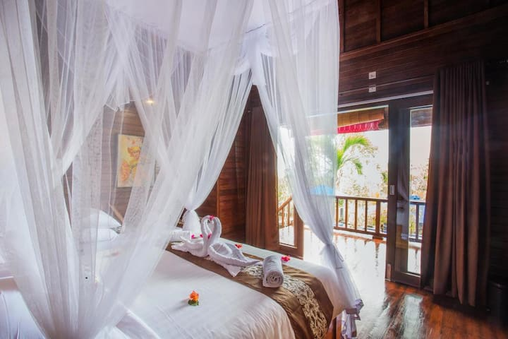 Beautiful New Villa located in Nusa Ceningan (TBV)