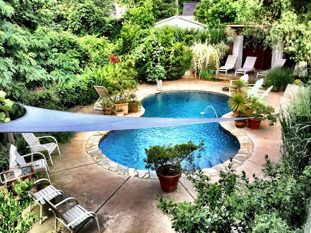 Beautiful Garden and Pool for special Occassions