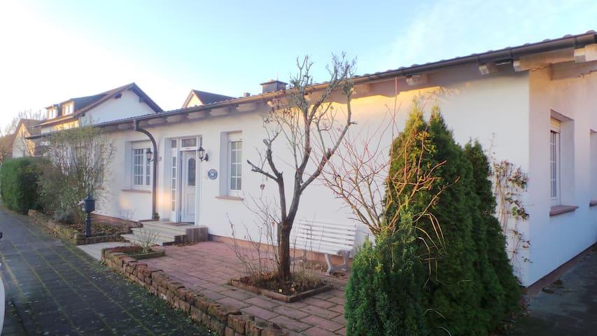 Großer Bungalow mit 2 Schlafzimmern - Seligenstadt - Huis