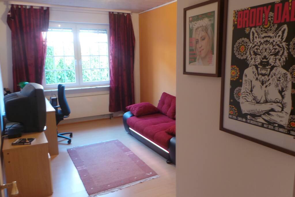 Gästezimmer mit Ausziehcouch für 2 Personen. W-Lan vorhanden.