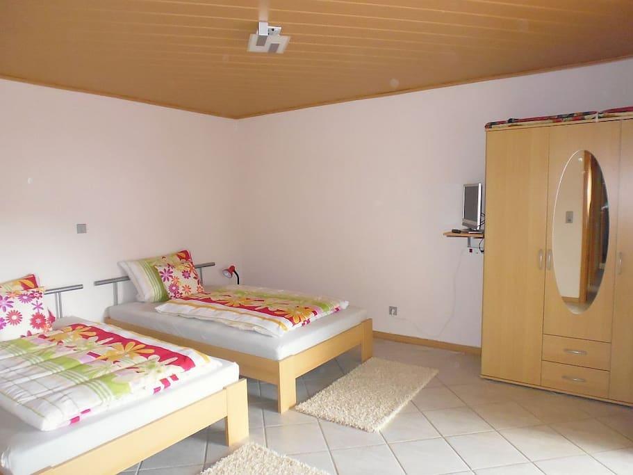 Schlafzimmer mit direktem Zugang zur Terasse