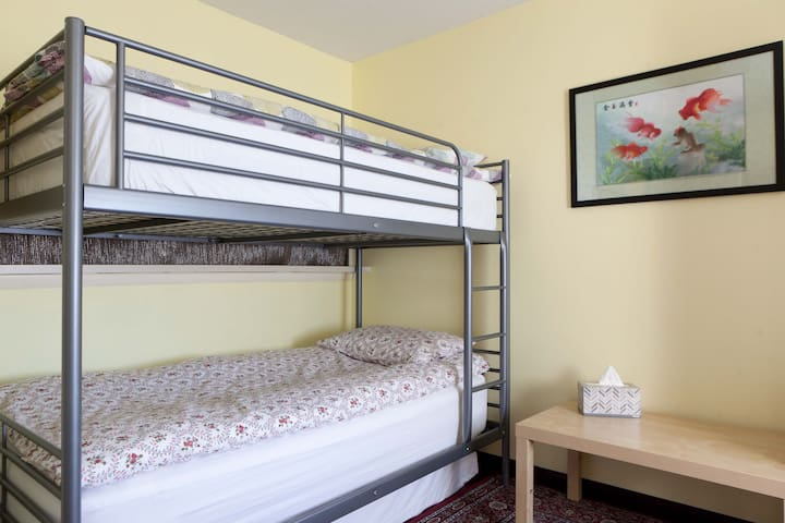 Private Room close to subway (3/3) - Queens - Bed & Breakfast