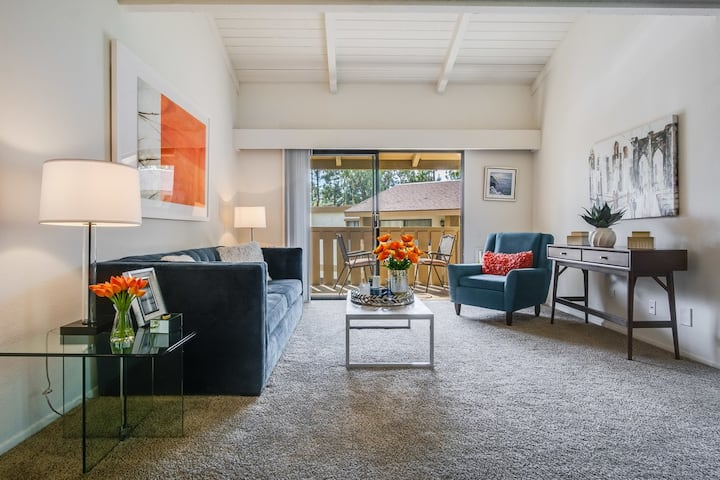 Comfort Abounds at 1BR in Laguna Hills