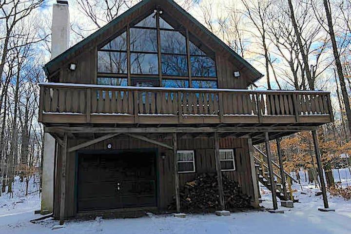 Poconos Lake House W/ Huge Loft and Kayaks