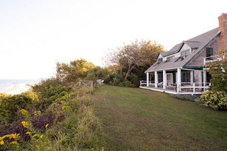 Beach front home, quiet and remote. - Peconic - Haus