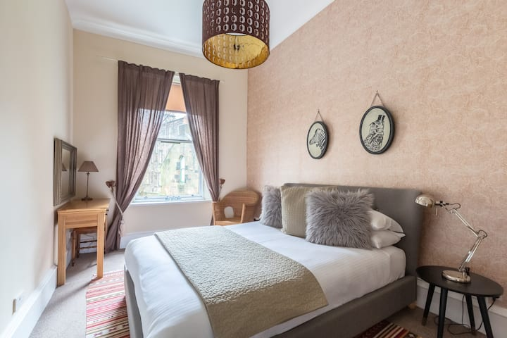 Glasgow West End Bright and Airy 2 Bedroom Flat