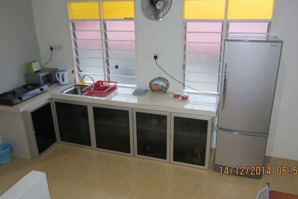 Mezz floor - Kitchen with dining