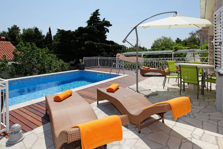 Oleandra House-NearBech-PrivatePool - Bol - House