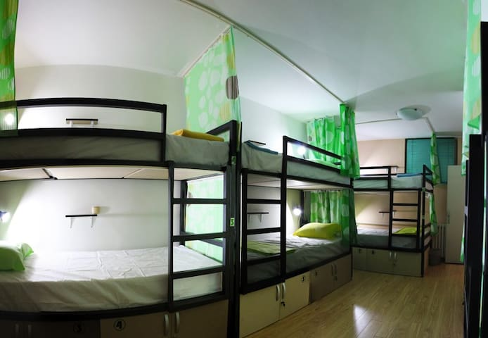 Unity Hostel - 8 bed mixed dorm