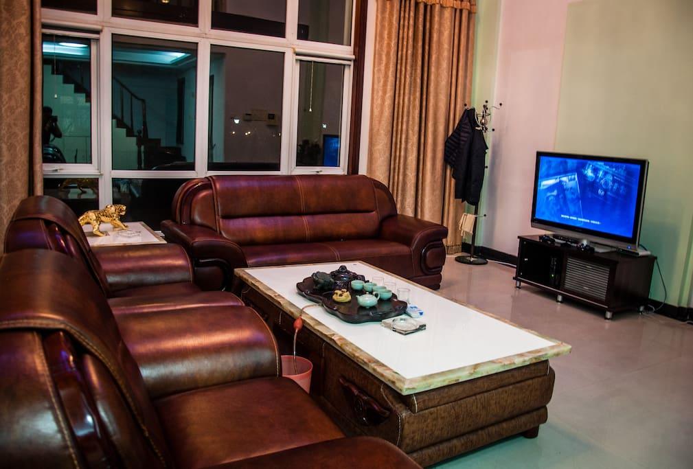 大型会客厅,满足体感游戏、家庭影院需求