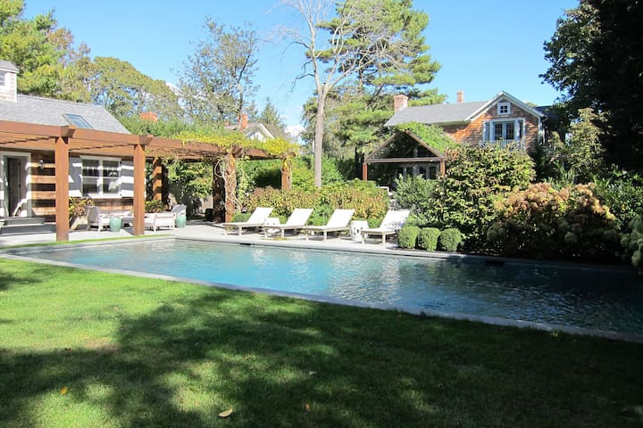 Outdoor oasis in Sag Harbor village - Sag Harbor - House