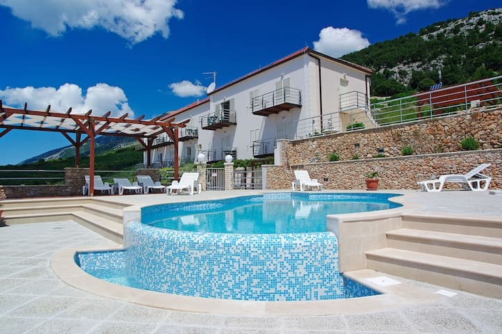 Pool, twin bed, up to 4 people app - Villa Lara