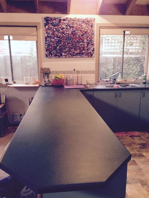 Full kitchen set-up.